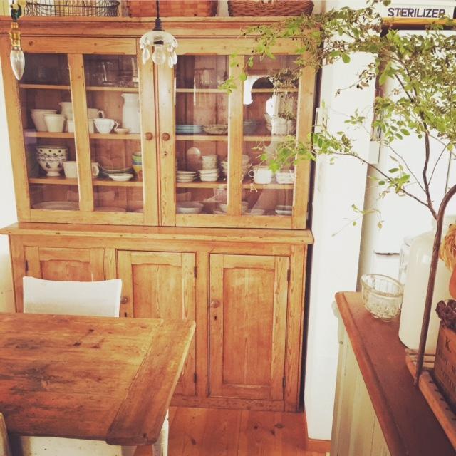 アンティーク食器棚1