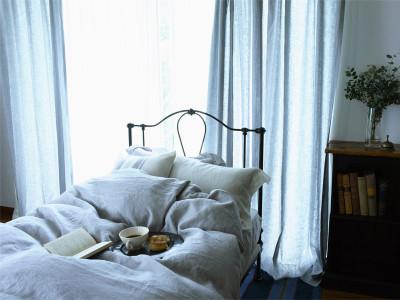 コロニアルチェックオリジナルリネンのブルーブレイは、落ち着いた色合いが人気です。