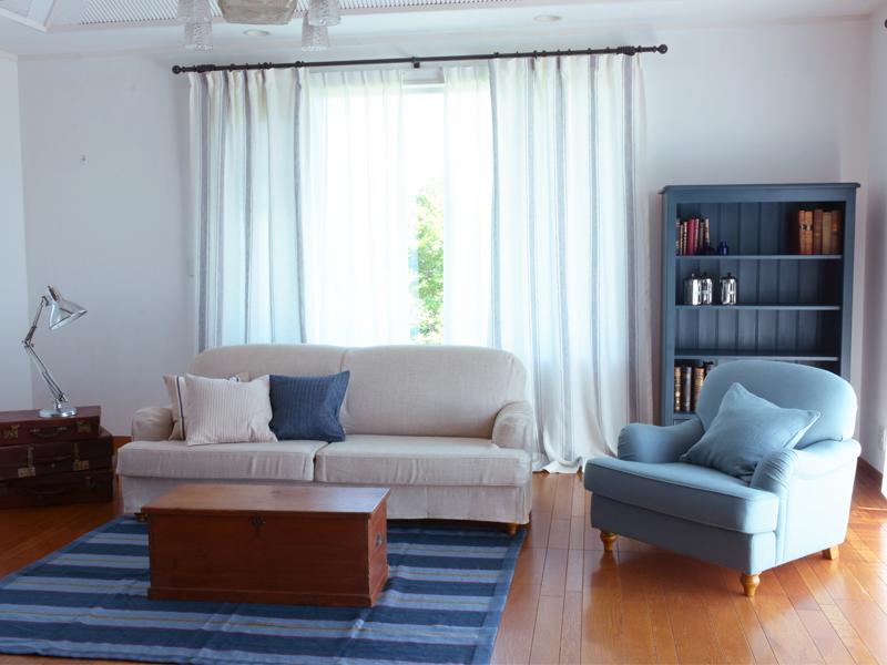 丸みのあるデザインとゆったりと座れるくつろぎのソファスタイルが人気です。