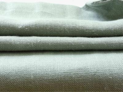 コロニアルチェックのリベコ社の新色リネン【ミスト】は、厚地リネン生地。明るく霧がかったようなグリーンが特徴です。